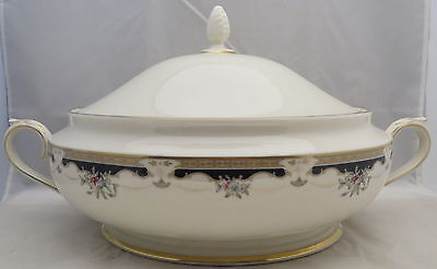 Lenox Hartwell House Round Covered Vegetable