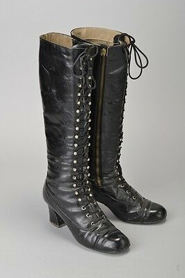 Woman's Stylish 1970s' Lace Fronted S40 Black Leather Boots. AUF