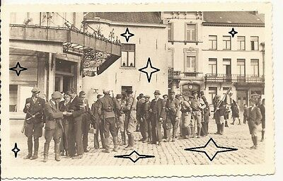CPA - P.A. - Groupe des Partisans Armés - Grand'Place BRAINE-LE-COMTE 1940-1945