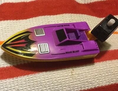 1988 Lanard Toys Motorboat with Wind Up Thunder Boats Propeller Motor