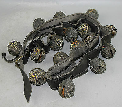 COLLECTIBLE A set of Ancient Chinese bronze bell statue 02
