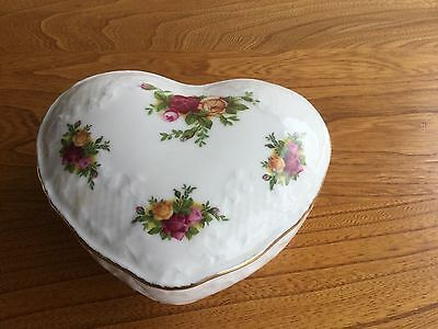Royal Albert Old Country Roses heart shape trinket pot 1962 Mother's Day gift