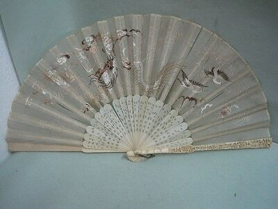 19 th century Fan In silk with an embroidered dragon