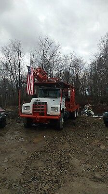 1983 mack truck oil well service rig