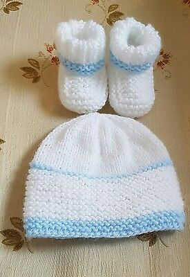 New hand knitted baby boots & Hat  in size 0-3 months