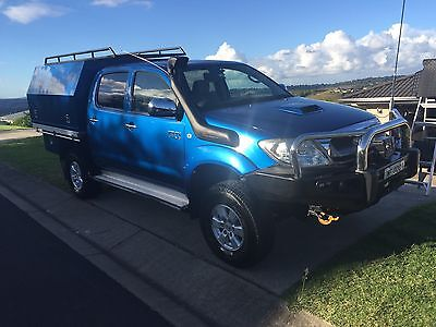 2009 Toyota Hilux SR5, Lifted, Locked & Canopy!
