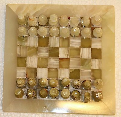 20.5 X 20.5 Cm VINTAGE HAND MADE FINE CARVED INDIAN VINTAGE LOOK ONYX CHESS SET