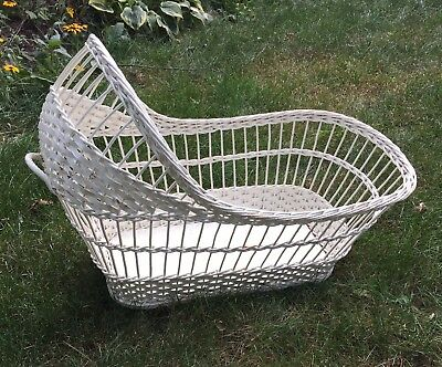 Vintage Wicker Baby Bassinet Basket LARGE Great For Dolls! (Omaha Pickup) Moses