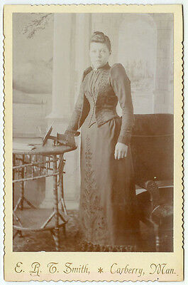 RARE VINTAGE PHOTOGRAPHER STUDIO PROP: Woman With a Stereoviewer Cabinet Card