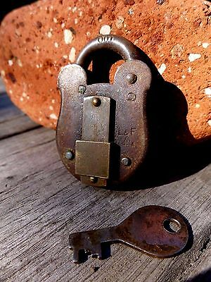 Antique Vintage Padlock with one key Arrow working 1966 L&F collector 25-02