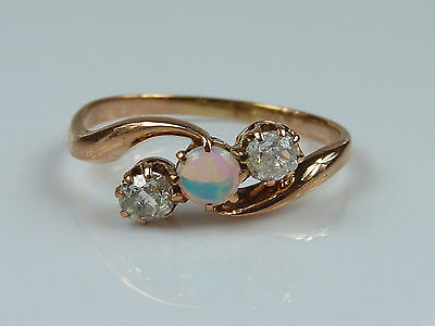 filigraner, alter Damenring - Opal + Altschliff-Diamanten 0,20ct - 585er Rotgold