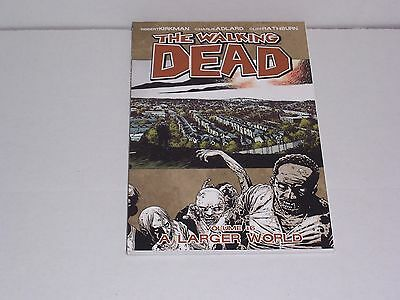 Walking Dead 16 - A Larger World. New Paperback