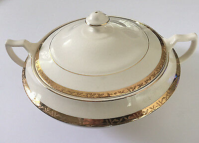 Sebring Pottery S.P. Co. USA The Etched Design Gold Band ROUND COVERED CASSEROLE