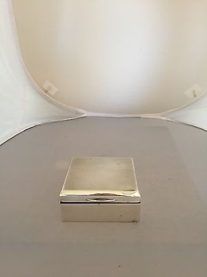 NICE SOLID SILVER LONDON HALLMARKED CIGARETTE BOX (189 Grams Gross)