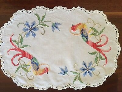 Lovely Vintage Linen embroidered Bird Of Paradise Tropical Centrepiece doily Exc