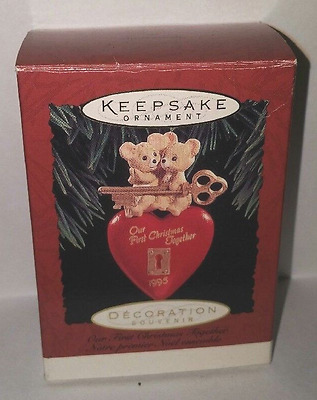HALLMARK KEEPSAKE OUR FIRST CHRISTMAS TOGETHER 1995 ORNAMENT qx5799