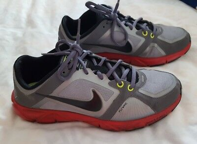 Nike Women's  Grey With Red Trim Flywire Training Sneakers Size 8