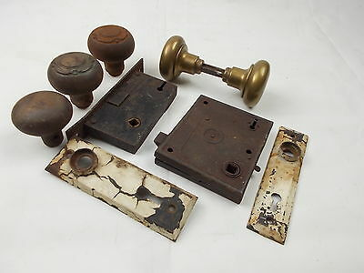 ORIGINAL antique vintage 2 DOOR KNOBS 2 BACK PLATES LOCK MECHANISM architectural