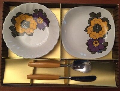 Retro Myott Gift Set In Original Box -2 Dishes & A Spoon And Knife