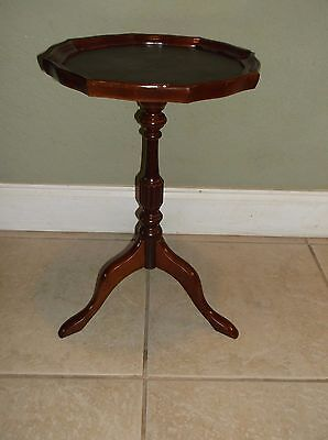 Antique Style The Bombay Company Candlestick Side Table