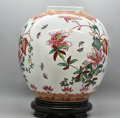 Finest Quality Antique Chinese Porcelain Hand Painted Pot Circa 1960s