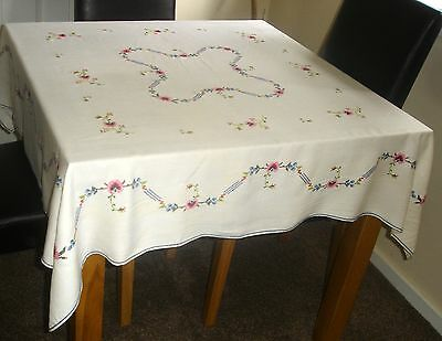 Vintage Hand Embroidered Floral Linen Tablecloth & 6 Matching Serviettes