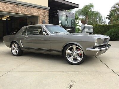 1965 Ford Mustang deluxe mustang