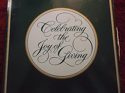AVON, 22k gold decorative Christmas Porcelain Plate1984-Joy of Giving New In BOX