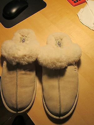 WOMENS SLIPPERS BY UGG Australia SIZE 9M IN GREAT CONDITION AND CLEAN