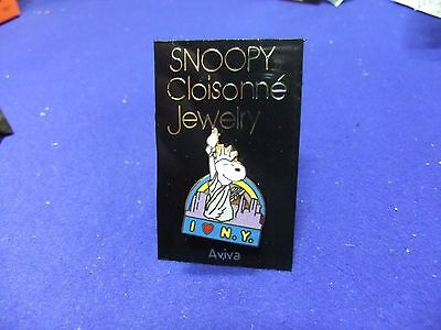 vtg badge snoopy liberty new york brooch on card 1970s peanuts schulz cartoon
