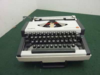 """Portable Olympia Traveller Deluxe S 12"""" Vintage Typewriter & Case"""