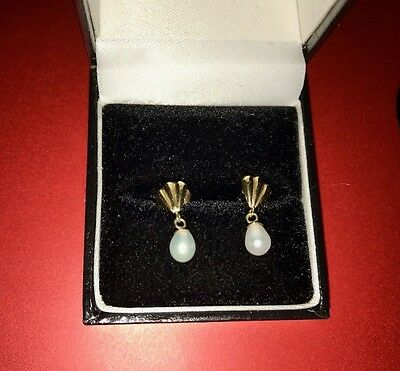 Delicate  9ct Yellow Gold Cultured Pearl Pierced Drop Earrings & butterfly backs