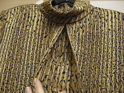 Vintage Women's 12P Long Sleeve Pleated  Blouse. Quality Design/silkish Fabric.