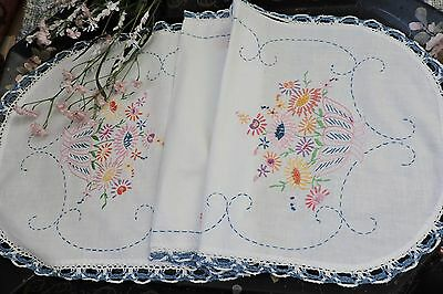Vintage runner with floral embroidery and lace border