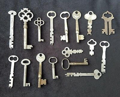 Lot of Seventeen Old Keys Some Skeleton Barrel All Shapes Sizes Nice Variety