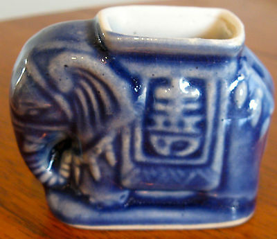 Collectable Retro Ceramic Blue Elephant Tooth Pick Figural Ornament  (224)