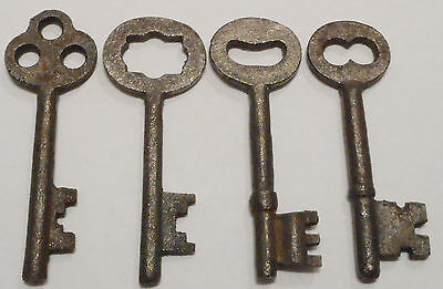 Antique Vintage Skeleton Keys REPRODUCTION SteamPunk Jewelry {Lot of 4}--  ><>