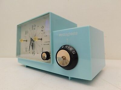 VINTAGE OLD 1950s JETSONS MID CENTURY TURQUOISE COLOR TUBE CLOCK RADIO & WORKING