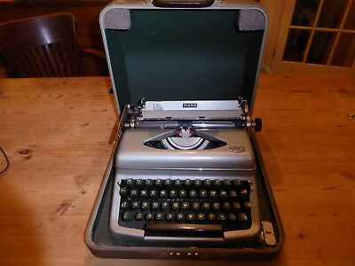 Vintage 1960's Royal Diana Portable Typewriter