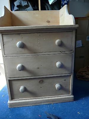Victorian washstand with draws
