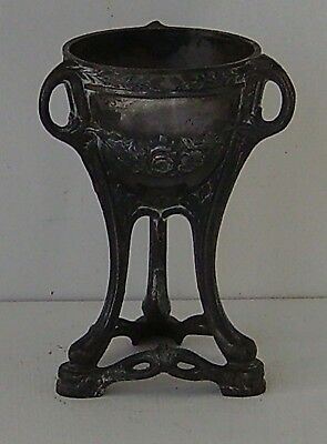 Classical Cup On Triple Legs Antique Metal Stand