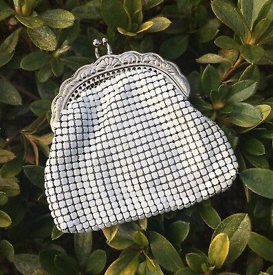 Lovely Little Vintage White & Silver Glomesh Coin Purse Metal Mesh Made In Aust.