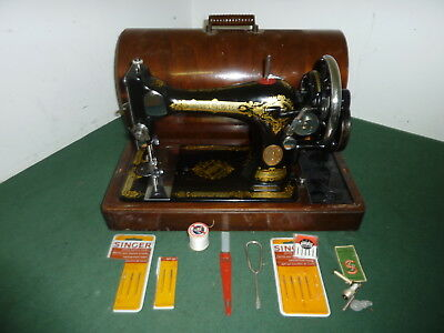Vintage 1934 SINGER 28K Hand Cranked Mechanical Sewing Machine & Accessories