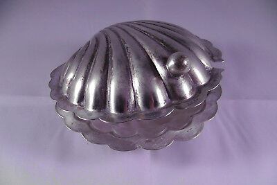 Clam shell design silver bowl. Hallmarked.