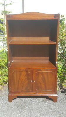 A Lovely Vintage Reproduction Mahogany Style Compact Bookcase by Shaw of London