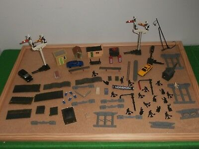 JOB LOT of LINESIDE ACCESSORIES 00 GAUGE Hornby etc signals + other bits