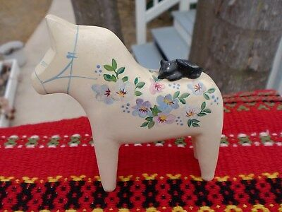 Swedish Dala Horse with darling cat by artist Robert Wallin Petersen. ONLY ONE!