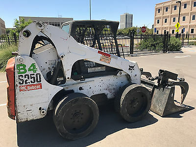 2007 BOBCAT S250 Skidsteer with Grapple Bucket - Loader Central California