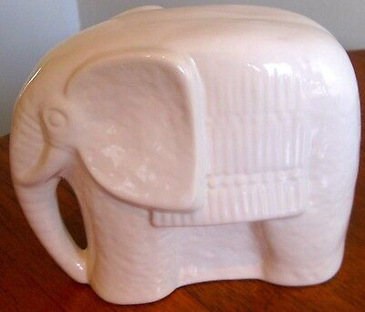 Collectable Retro Porcelain Elephant Ornament Figurine (322)