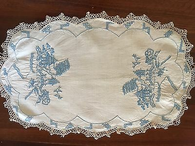 Gorgeous Vintage Linen Embroidered Blue Willow Centrepiece Doily Use or Craft